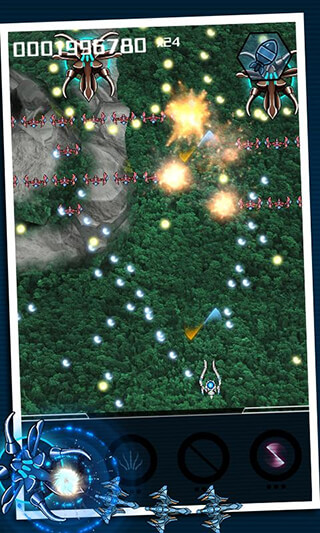 Squadron: Bullet Hell Shooter скриншот 2